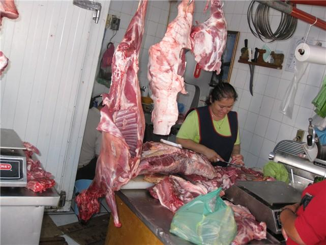 bought the leg off this goat at chapala mercado.jpg