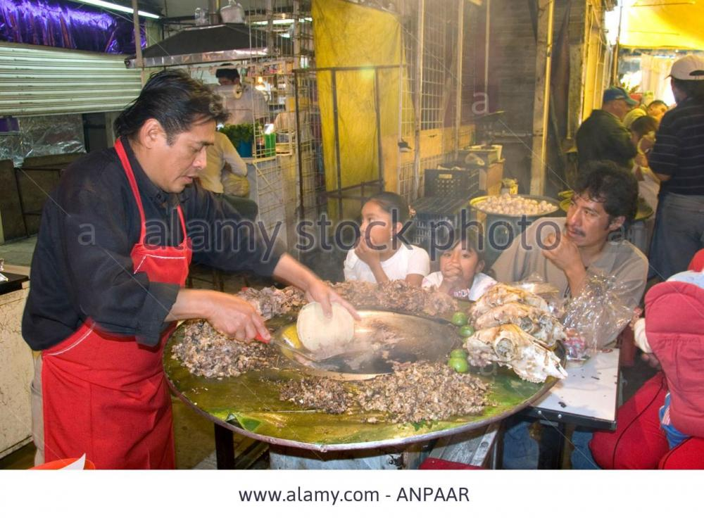 vendor-cooking-cabeza-tacos-using-a-cazo-at-the-merced-market-in-mexico-ANPAAR.jpg